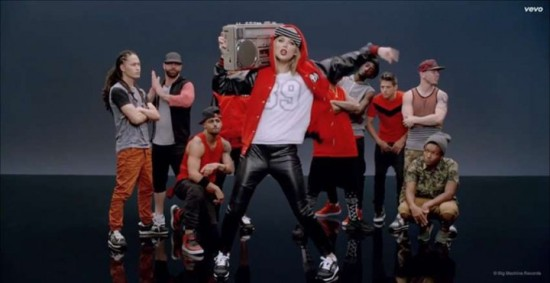 Taylor-Swift--Shake-It-Off-Music-Video--03-720x371